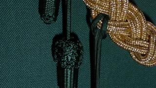 Grüne Eicheln an der Schnur