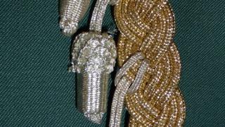 Silberne Eicheln an der Schnur